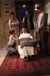 """""""Der Tag, an dem der Papst gekidnappt wurde"""" - Kammerspiele Seeb - © Michael Schroer"""